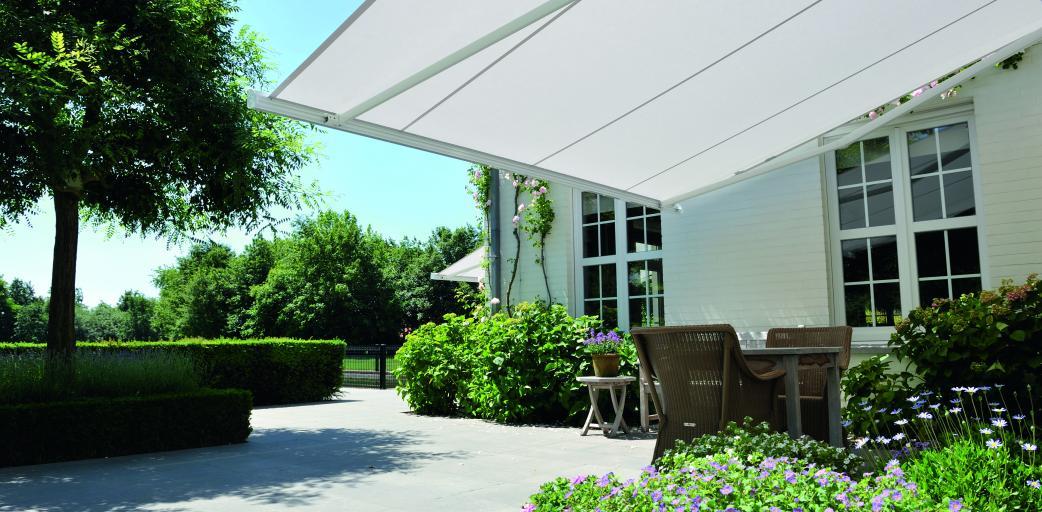 bannes solaires b 25 tous les produits d couvrez nos produits sur mesure stores concept. Black Bedroom Furniture Sets. Home Design Ideas
